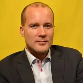 Kuusi kuvaa tutkimusprofessori Antti Pentikäisen elämästä