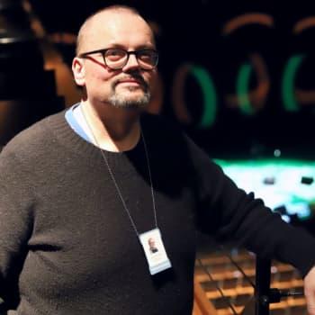 """Janne Auvinen johtaa kulttuuritaloa pehmein arvoin: """"Esitysten synnyttäminen on niin sydämen läpi tulevaa"""""""