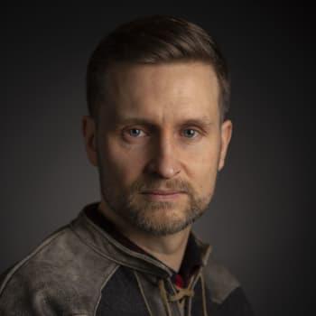Pekka Juntti: Helsingin pimeydestä