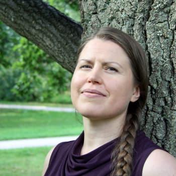 Kipu lievittyy ääniharjoituksilla - Anna Ilveskoski luuli kovien kuukautiskipujen kuuluvan jokanaisen elämään