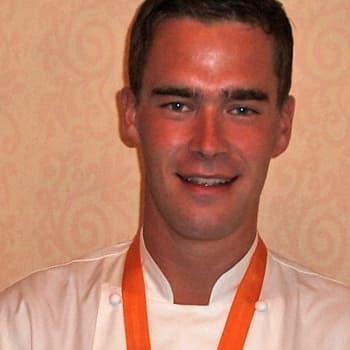 Kuusi kuvaa keittiömestari Arto Rastaan elämästä
