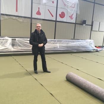 Kouvolan Keskuskirkko saa uuden raikkaan maton