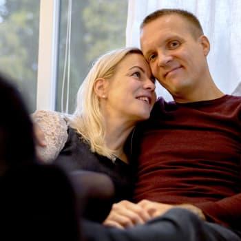 Uusperhe on haaste parisuhteelle - Taru ja Mikko Meritie ovat nähneet vaivaa onnistuakseen