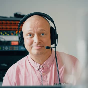 """Radiotoimittaja Petri Julkunen: """"Tämä työ on mahdollisuuksien taidetta"""""""