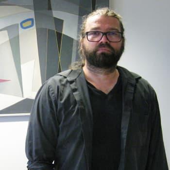 Teatterinjohtaja Mikko Kouki ärsyyntyy kohdatessaan leipiintynyttä tekemistä