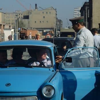 Mies kylmästä - arkea ja juhlaa Itä-Berliinissä