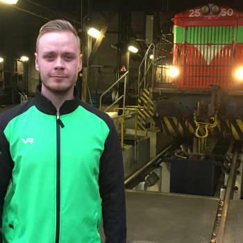 """Veturinkuljettaja Jyri Hämäläinen on törmännyt neljästi junalla hirveen - """"Kyllä se aikamoinen pamaus on"""""""