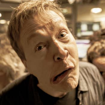 Valokuvaaja Harri Hinkka mietti Eppu Normaalista: Nukkavieru bändi, joka aina nojailee seinään