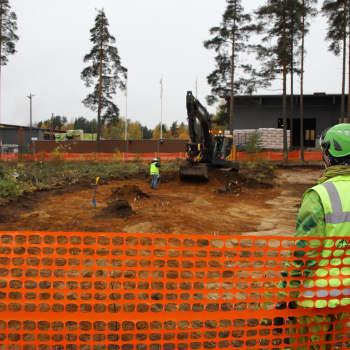 Yli 100-vuotias joukkohauta Vierumäellä - arkeologit selvittävät nyt hautojen paikkoja ja merkkejä vainajista