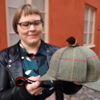 Elina Karvo Sherlock Holmesin pauloissa sekä fanina että tutkijana