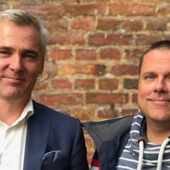 Föräldrarna Anders Adlercreutz och Johan Lindberg försöker engagera pappor att ställa upp i skolan