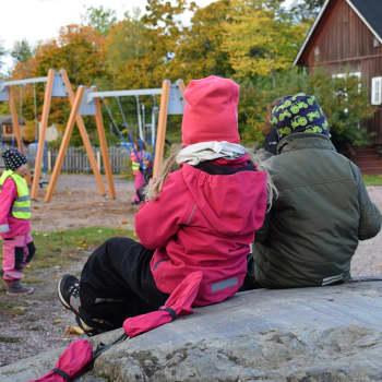 Vanhemmat kokevat riittämättömyyden ja yksinäisyyden tunteita, mikä avuksi?