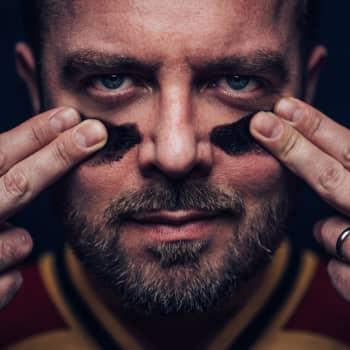Markku Kanerva kertoo, miten siviiliammatti auttaa Huuhkajien johtamisessa
