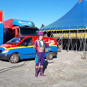 Karavaanikonkari Seppo Tauriainen on pitkän linjan sirkuslainen