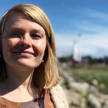 """""""Taiteilijan on päästävä irti miellyttämisen halusta"""" - Saara Turunen seuraa sivusta, kuinka oma tuotanto otetaan vastaan"""