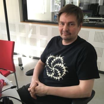 Ufoja tutkiva tiedemies Jaakko Närvä on itsekin nähnyt ufon
