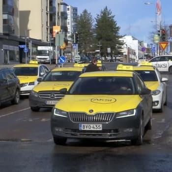 """Taksiuudistus tuotti pettymyksen - """"vakavatkaan rikokset eivät estä taksiluvan saamista"""""""