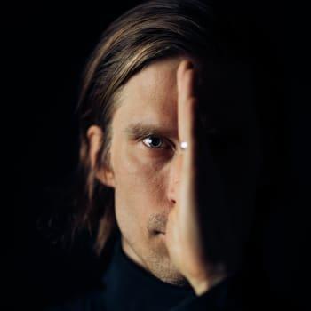 Matti Johannes Koivu pohtii erilaisia aikakausia musiikissaan ja podcastissaan