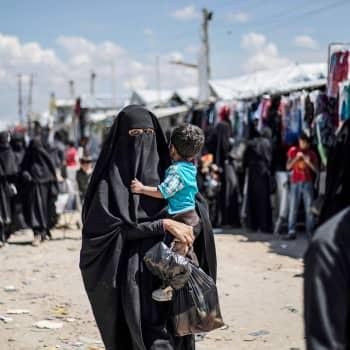 Terroristitutkija: Isis-lapsia koulutettiin taistelijoiksi ja islamistisen valtion äitihahmoiksi