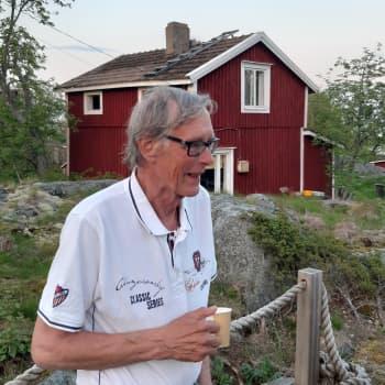 Mikko Karekallas on keväällä ensimmäisenä Tankarissa, ja viimeinen joka sieltä syksyllä poistuu