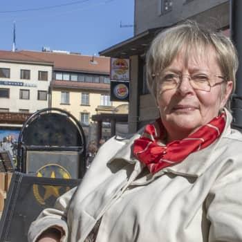 Sunnuntaivieraana 50 vuoden uran jälkeen politiikan jättävä europarlamentaarikko Liisa Jaakonsaari.