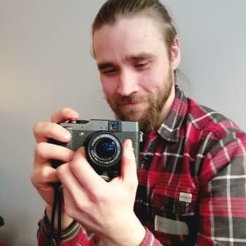 Kamerat lahjoituksena somesta, oppilaat Mieskaveritoiminnasta - Freelance-valokuvaaja muutti ylimääräiset kamerat kuvaukurssiksi