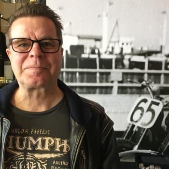 Mato Valtonen muistelee Sliippareiden suosion alkuaikoja: Poliisi tuli ja keskeytti kotikaupungin keikat