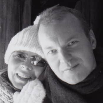 Kuusi kuvaa kirjoittaja ja opettaja Arno Kotron elämästä