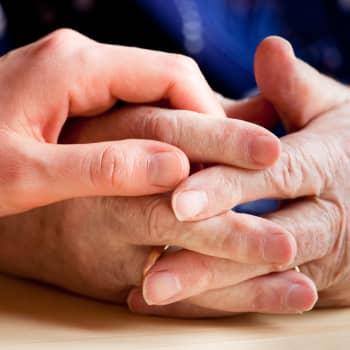 Vakavia puutteita yksityisessä vanhustenhoidossa - miten vastaavat poliitikot?