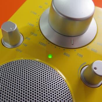 """Soiko radiossa koko ajan sama musiikki? Tutkija: """"Radio Suomen musiikkitarjonta on äärimmäisen monipuolinen"""""""