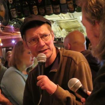 Perjantaiparlamentissa Juha Hurme: Suomalaisuudella ei mitään tekemistä sisun ja sauna kanssa - kieli on tärkein