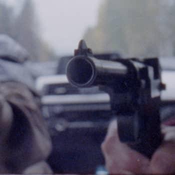 Presidenten är kidnappad!, del 2/3:  Resan - 700 kilometer under pistolhot
