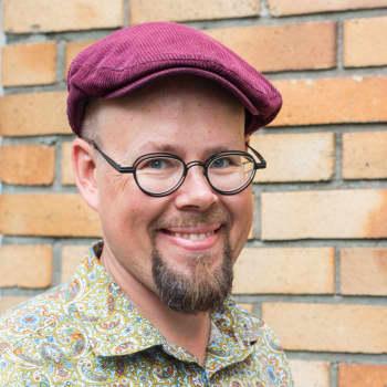 Kuusi kuvaa kuvataiteilija ja taidepedagogi Tero Annanollin elämästä