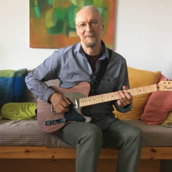 Kitaristi Juha Björninen ei vaihtaisi studiomuusiikkouraansa soolotähteyteen