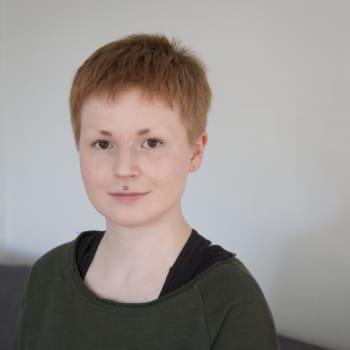 """Saateenkaarisaamelainen Anne Olli: """"Joskus joutuu valitsemaan, onko queer vai saamelainen"""""""