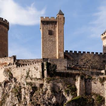 Keskiajalla elinvoimainen oksitaanin kieli hiipuu, toisaalta inarinsaame elpyi. Mikä tappaa kielen?