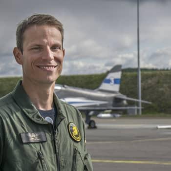 Kapteeni Marc Fuss lensi lapsena isän kyydissä ja opettaa nyt hävittäjälentäjiä