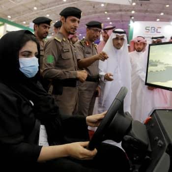 Naiset rattiin, mutta mullistuuko Saudi-Arabia todella?