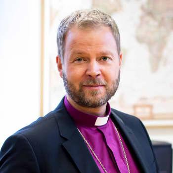 Kuusi kuvaa Helsingin piispa Teemu Laajasalon elämästä