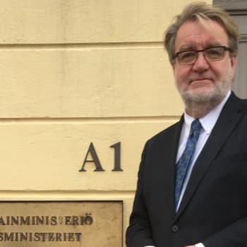 Ihmisoikeussuurlähettiläs puolustaa romanien oikeuksia