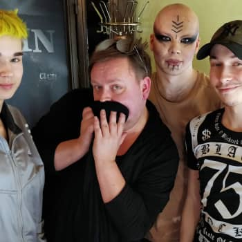 YLE Helsinki: Drag-artisti Xenia: Esityksen jälkeen nukun haarat auki ja alasti!