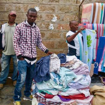 Maailmanpolitiikan arkipäivää: Kuinka kierrätetyistä vaatteista tuli globaali ongelma