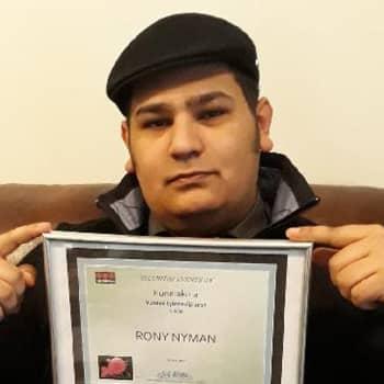Romano mirits: Rony Nyman menestyy järjestysalalla