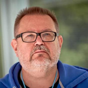 """Ykkösaamun kolumni: Janne """"Rysky"""" Riiheläinen: Tämä ei ole enää hauskaa, Paavo Väyrynen"""