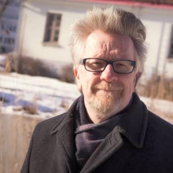 Kosmologi Kari Enqvist toivoo, että malttaisimme mielemme ja pohtisimme nykyistä paljon pidempään, ennekuin