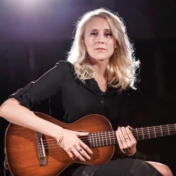 Ensam på scenen: Frida Andersson