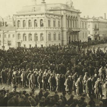 Sisällissota 1918 - punaiset muistot: Katsojat taputtivat teloituksille (Arvo Sepänmaa, Vilppula)