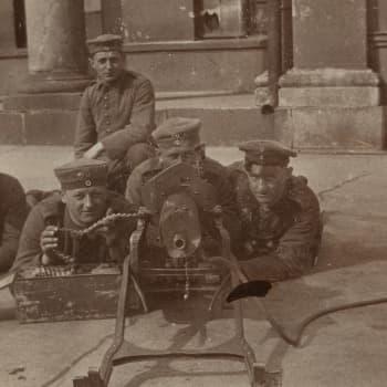 Sisällissota 1918 - punaiset muistot: Postinkantaja Helsingin valtauksessa (Ilmari Tanner)