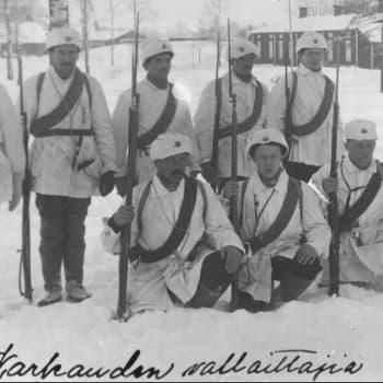 Sisällissota 1918 - punaiset muistot: Vankina, vapaana ja varusmiehenä – rautatieläisen vaiherikas vuosi (Onni Hiltunen)