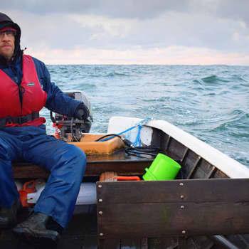 Sunnuntaivieras: Nuortenkirjailija Markku Karpio kirjoittaa ja kalastaa Utön saarella